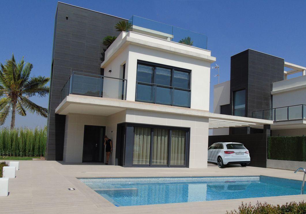 Moderne villa 39 s op loopafstand strand mar menor spanje for Moderne villa