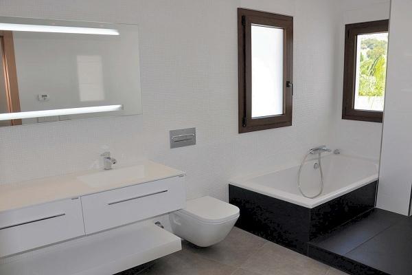 Moderne ibiza stijl villa met zeezicht moraira spanje specials