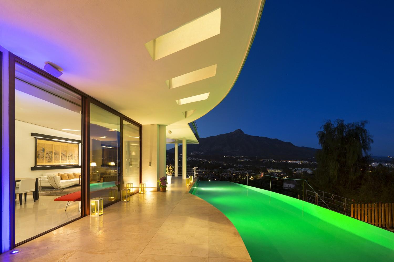 Luxe moderne villa nueva andalucia marbella spanje specials - Moderne wasruimte ...