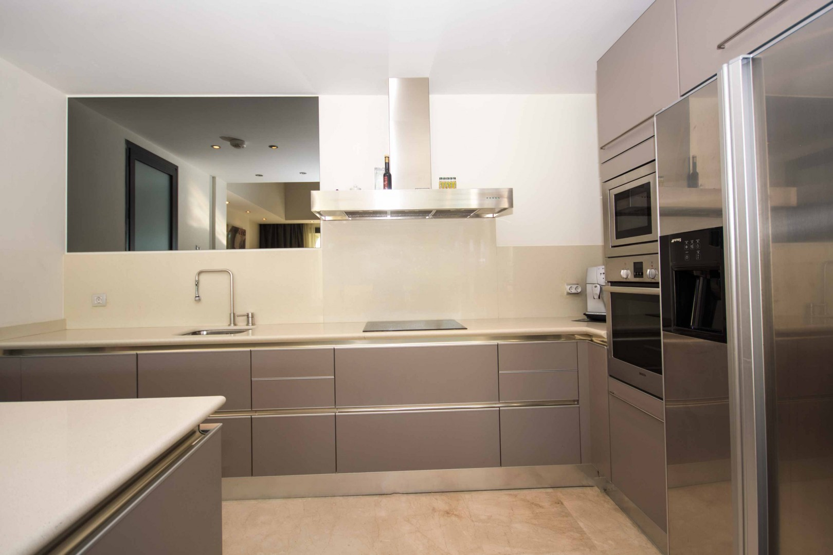 moderne appartement golden mile in marbella spanje specials. Black Bedroom Furniture Sets. Home Design Ideas