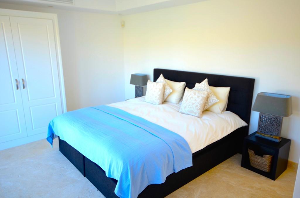 Eerste lijn golf eigentijdse stijl villa te nueva andalucia spanje specials - Eigentijdse slaapkamer ...