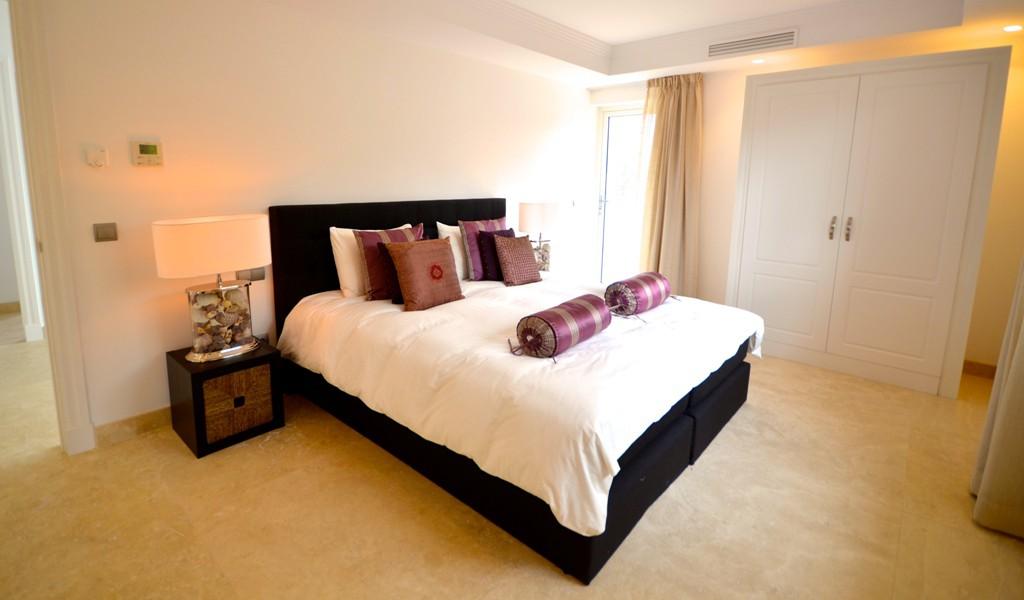 Eerste lijn golf eigentijdse stijl villa te nueva andalucia spanje specials - Eigentijdse stijl slaapkamer ...