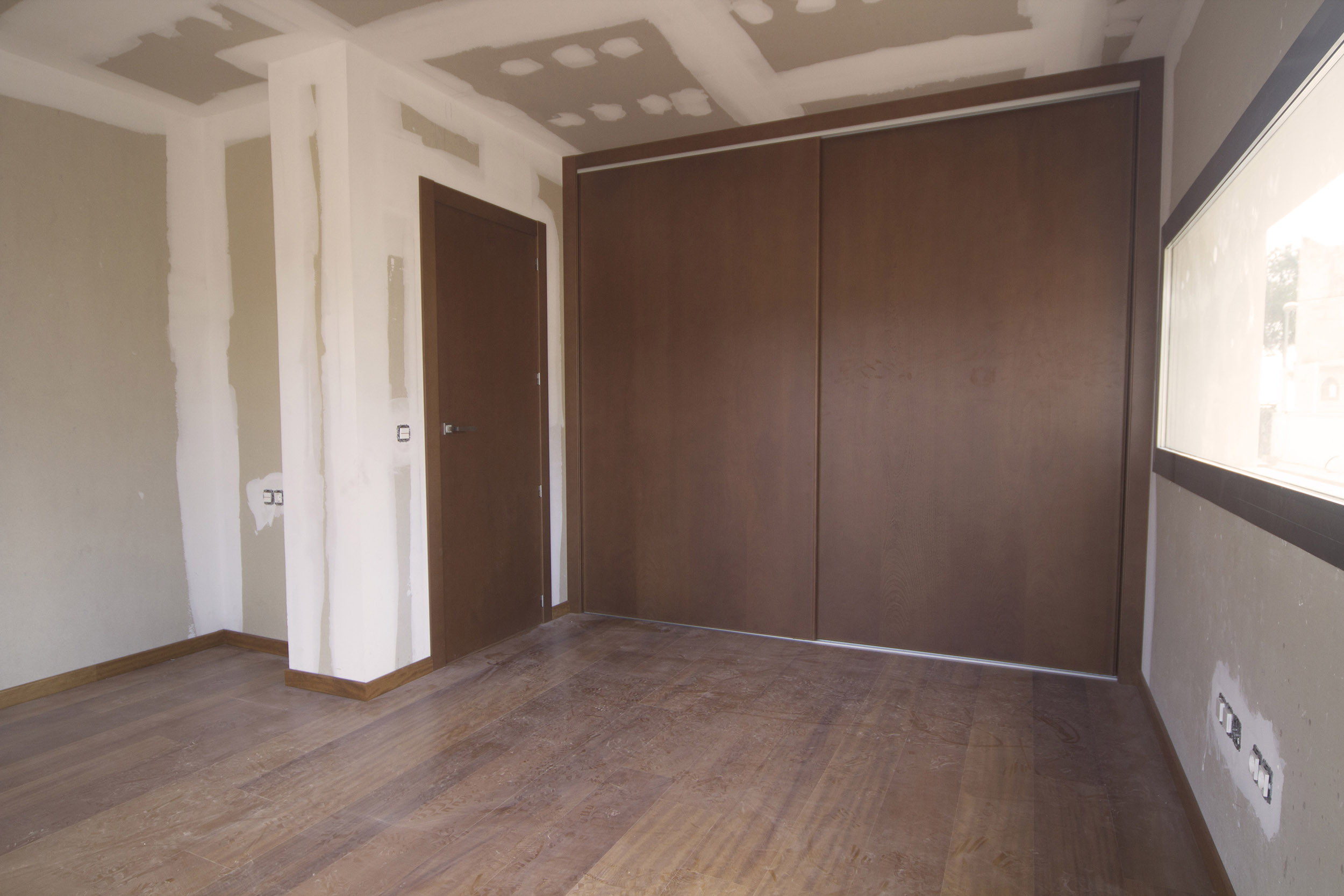 Moderne nieuwbouw villa in altea spanje specials - Moderne slaapkamer met kleedkamer ...