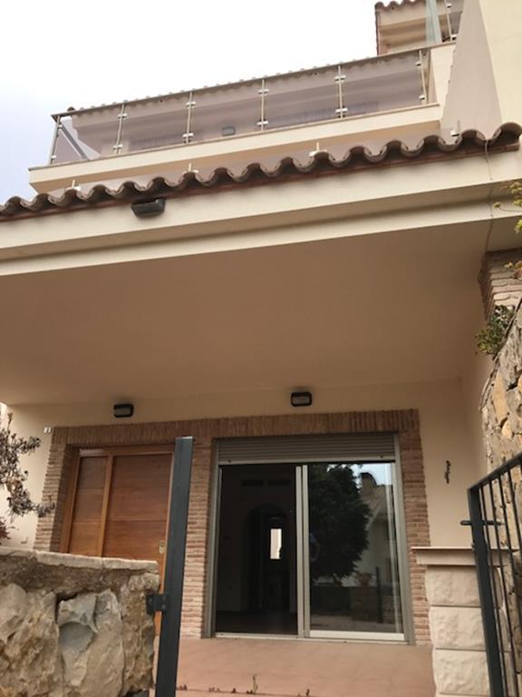 Mooie geschakelde woning op goede ligging in Calpe ...