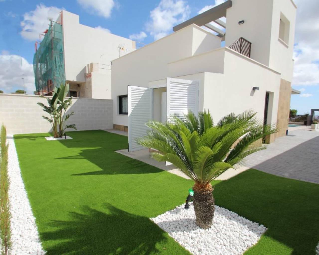 Luxe moderne villa op 500 meter strand campoamor spanje for Moderne luxe villa