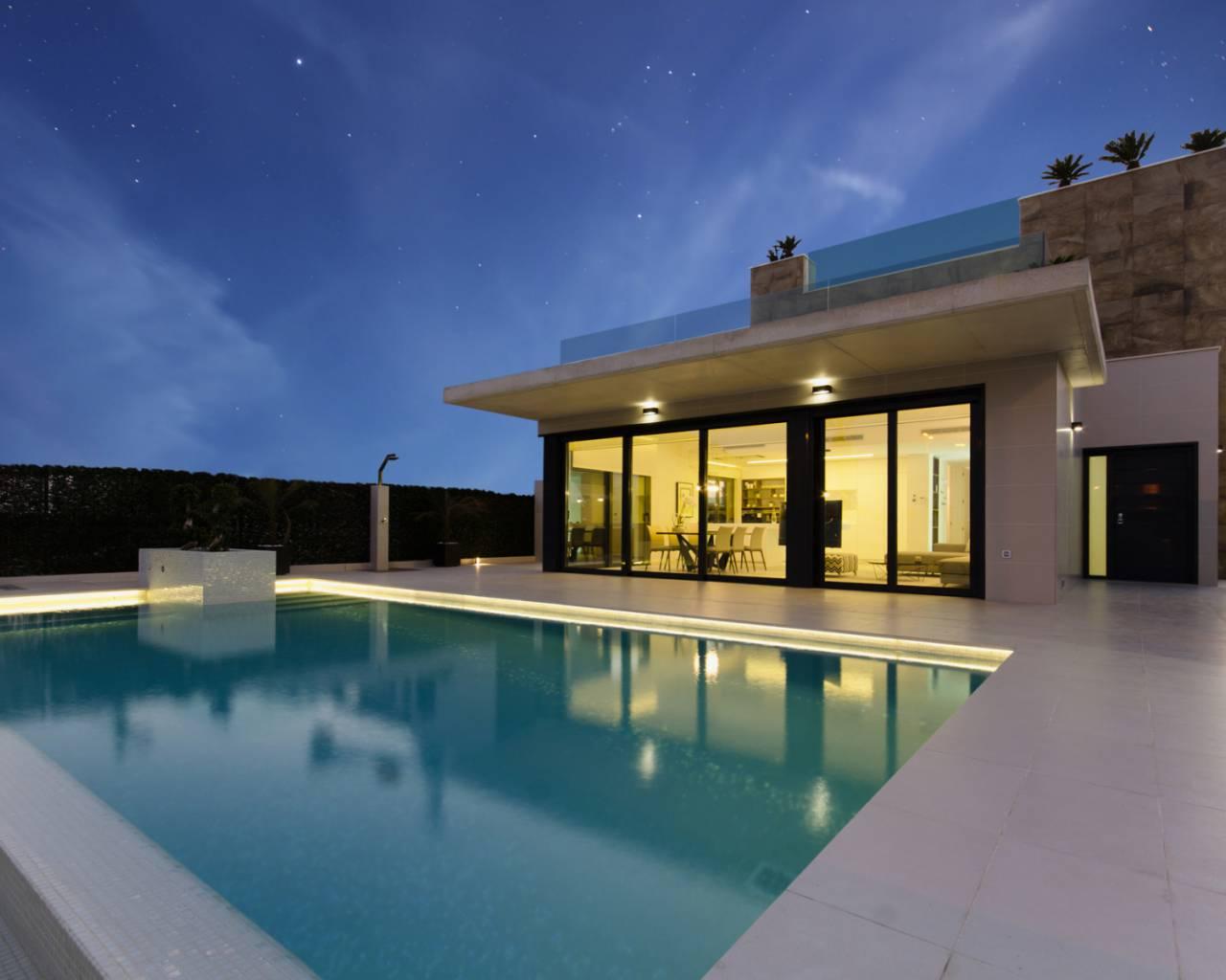 Moderne luxe zeezicht villa san miquel spanje specials for Moderne luxe villa